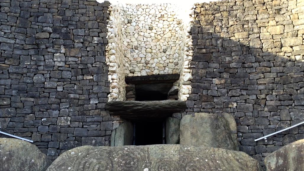 passage to newgrange entrance