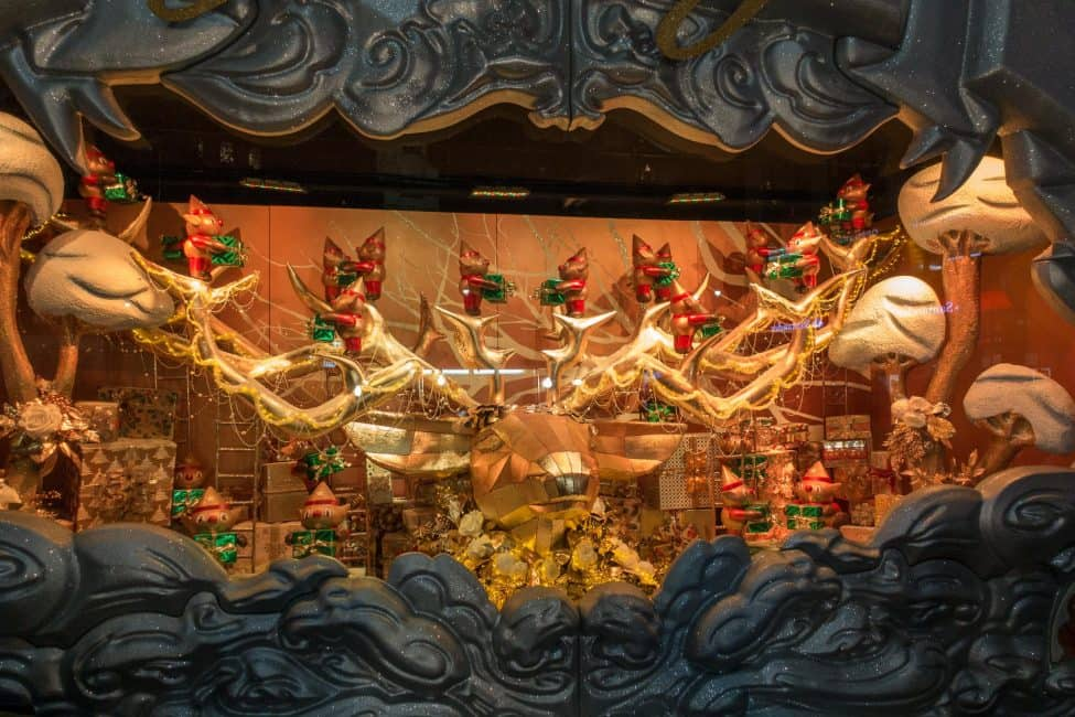 new-york-city-christmas-window-displays-1