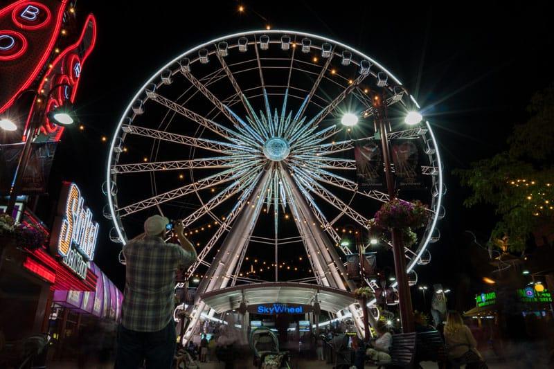 niagara falls road trip ferris wheel
