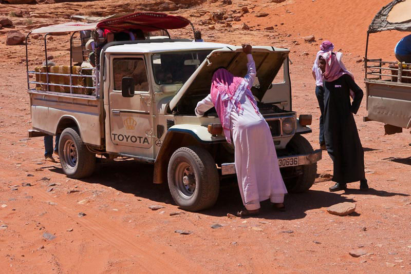 bedouins jeep nomads
