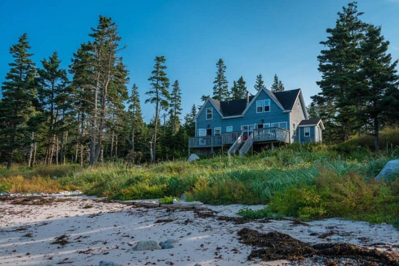 nova scotia accommodation beach