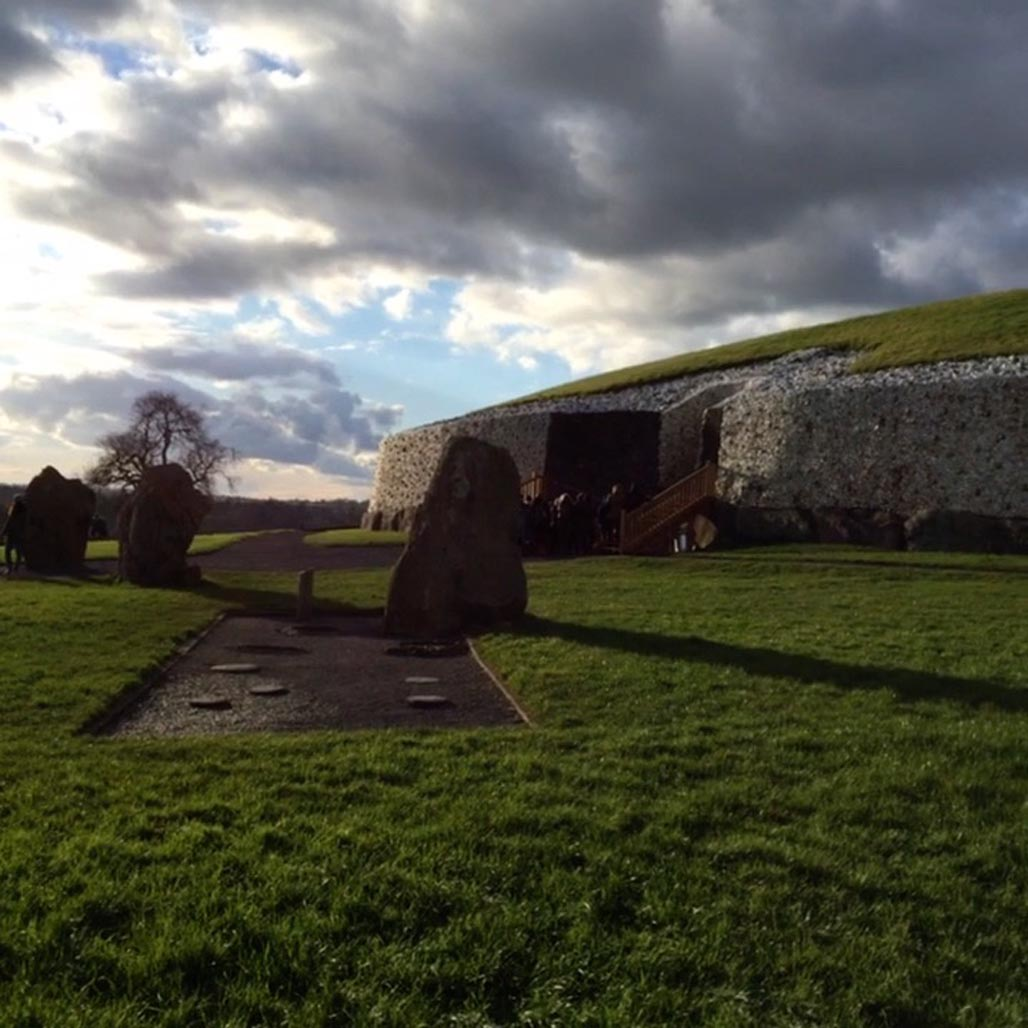 newgrange stones and entrance