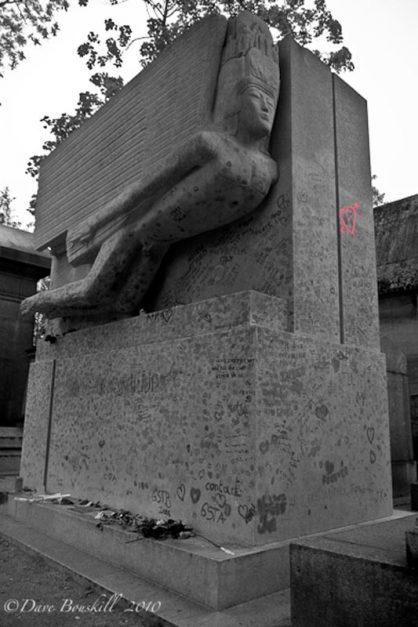 Oscar Wilde's tomb cimitiere pere lachaise
