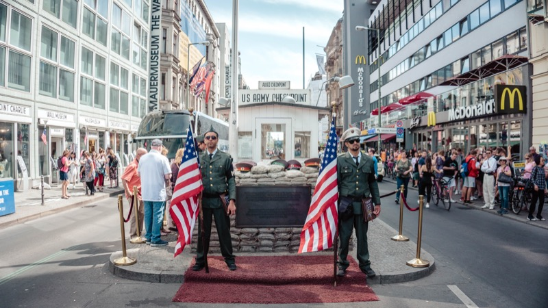 berlin sightseeing checkpoint charlie