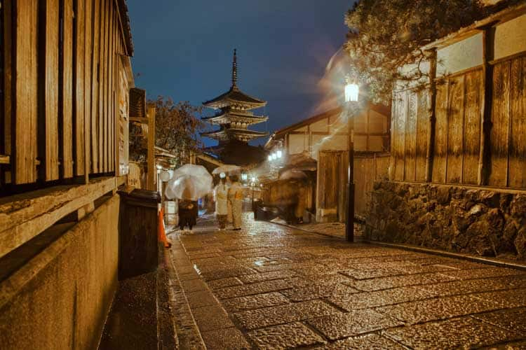 where to stay in kyoto | gion district