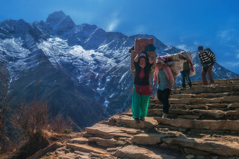 a journey to mount everest base the planet d  tips for trekking to everest base camp