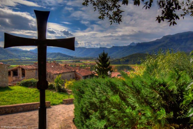 pyrenees photos cross