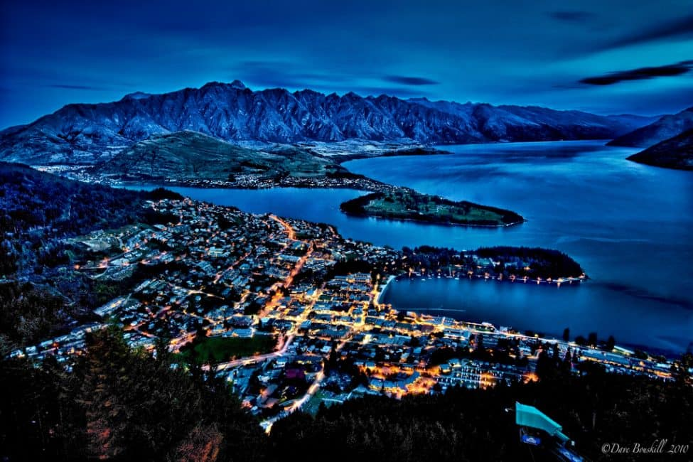 Nz Shooting Video Wallpaper: Queenstown, New Zealand At Night