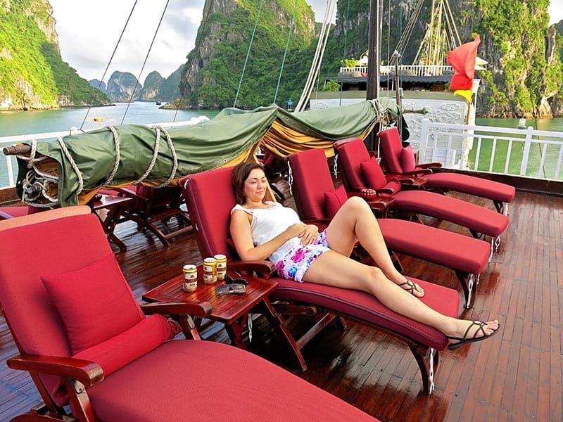 relaxing halong bay cruise