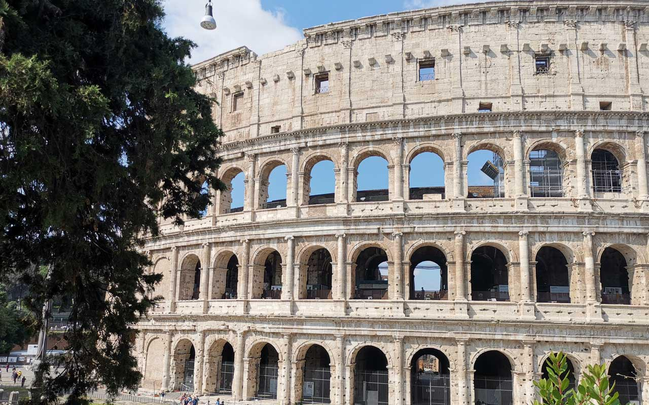 Visit the Colosseum of Rome for free