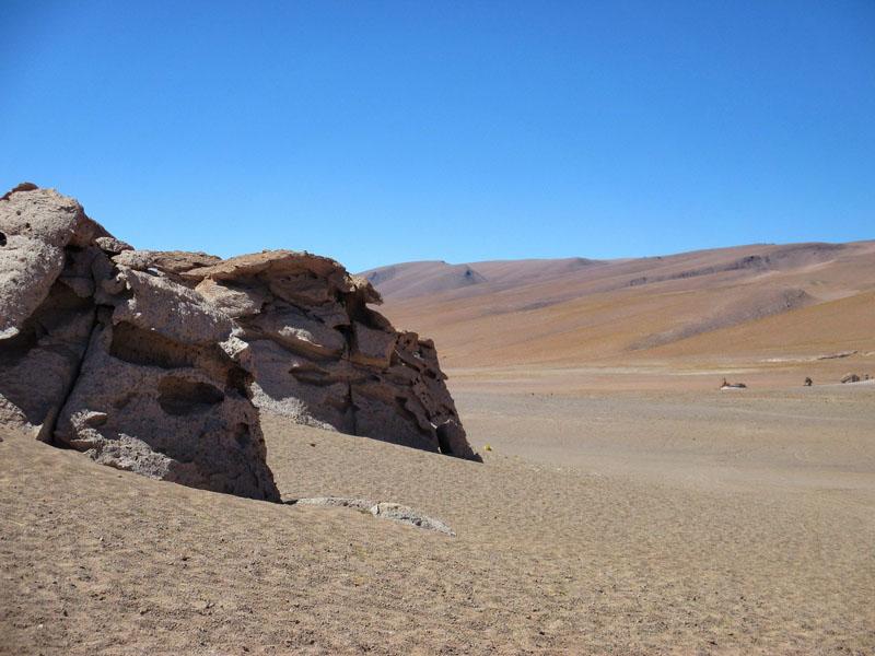 hills of salar de tara