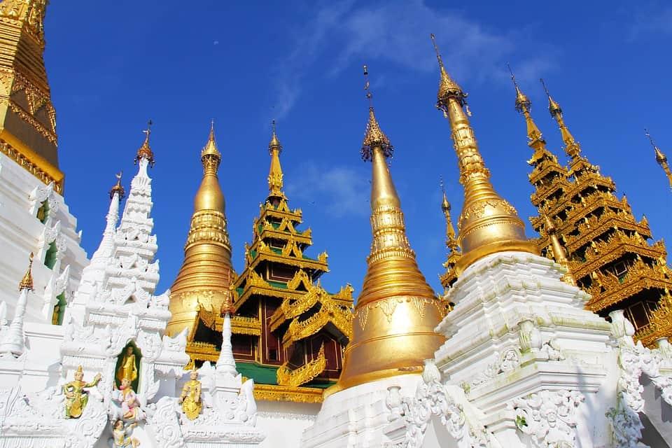 shwedagon pagoda mynmar