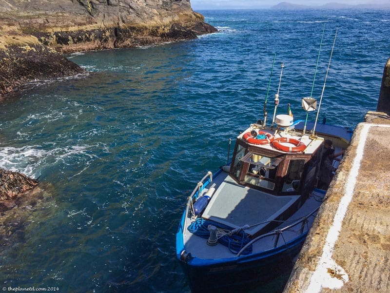 лодка пришвартовалась в Ирландии