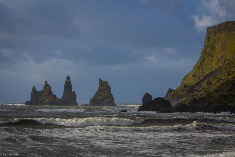 black sand beach of Reynisfjara what do Iceland