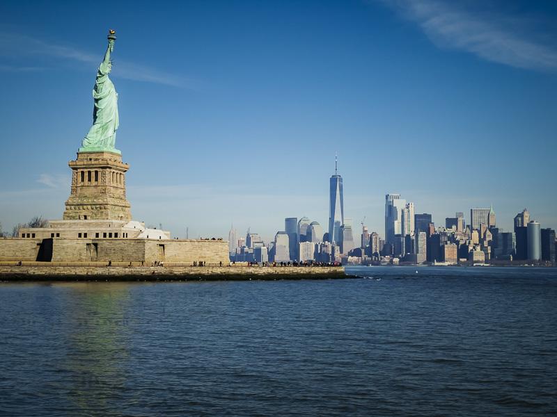 Статуя свободы и горизонт Нью-Йорка Советы по посещению Статуи Свободы и острова Эллис Советы по посещению Статуи Свободы и острова Эллис statue of liberty tips