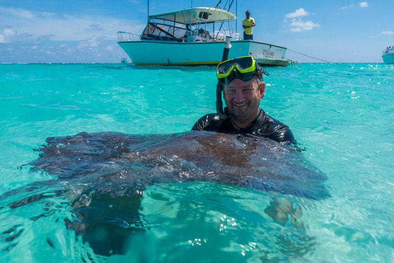 snorkeling with stingray