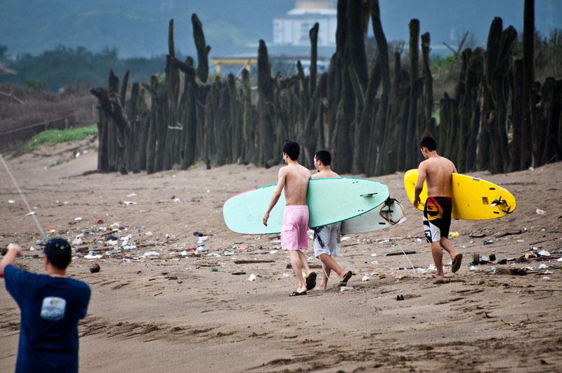 surfing taiwan beach