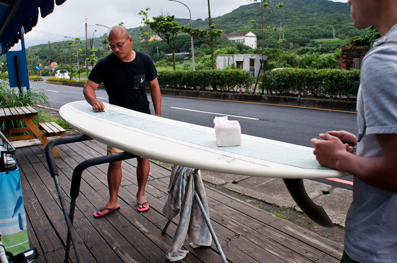 surfing taiwan waxing