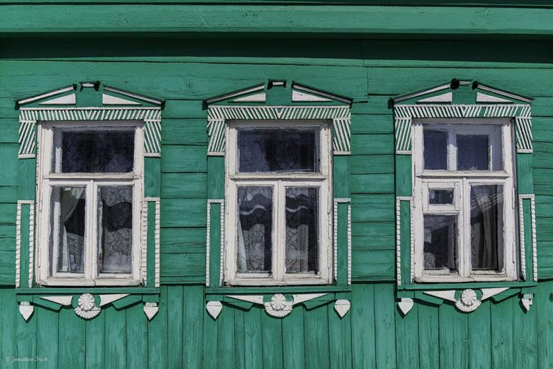 suzdal russia green windows