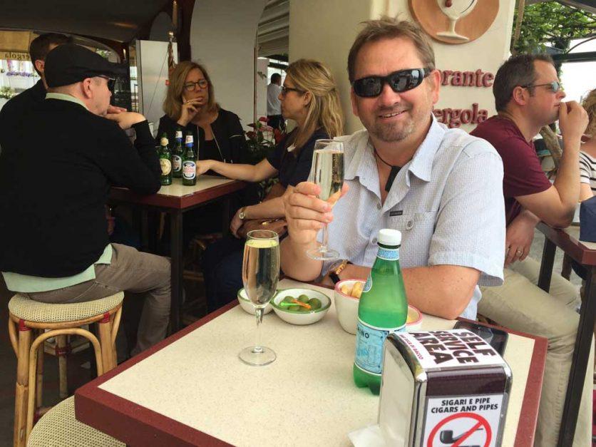 champagne in positano