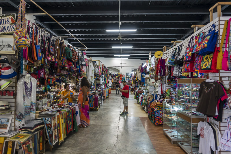 What to do in Panam City - Shop at the Central Market