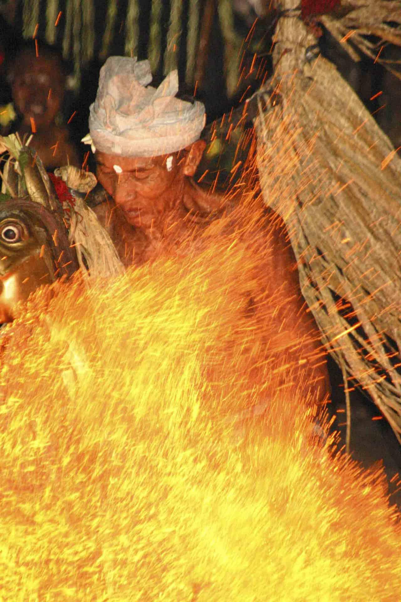 bali things to do kecek fire dance