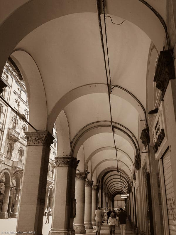 what to do in bologna stroll the porticoes