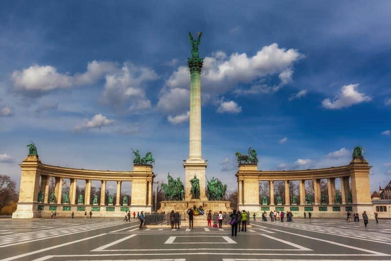 attractions de budapest | Place des Héros