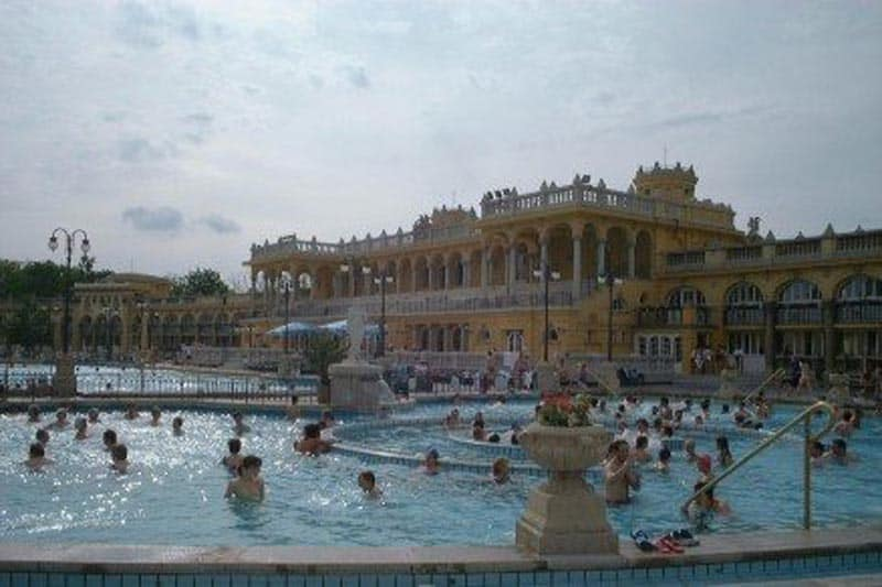 what to do in budapest thermal baths