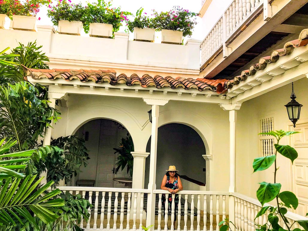 where to stay in cartagena governator courtyard