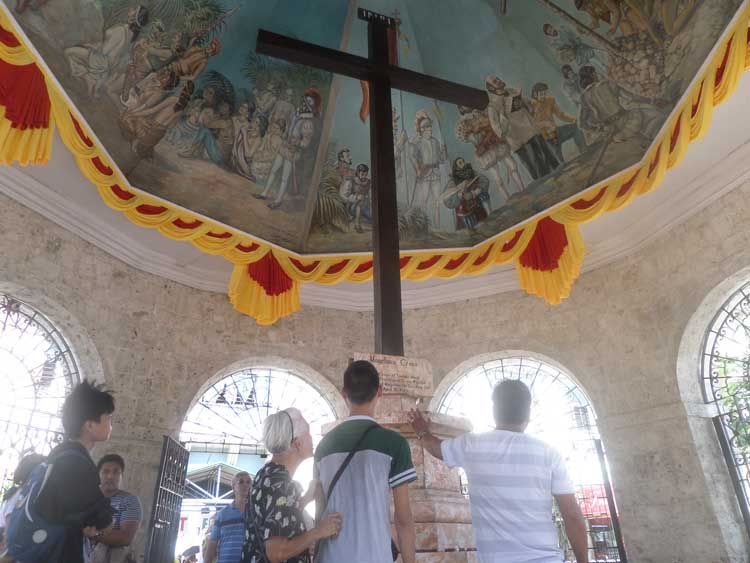 places to visit in Cebu city | Magellans Cross