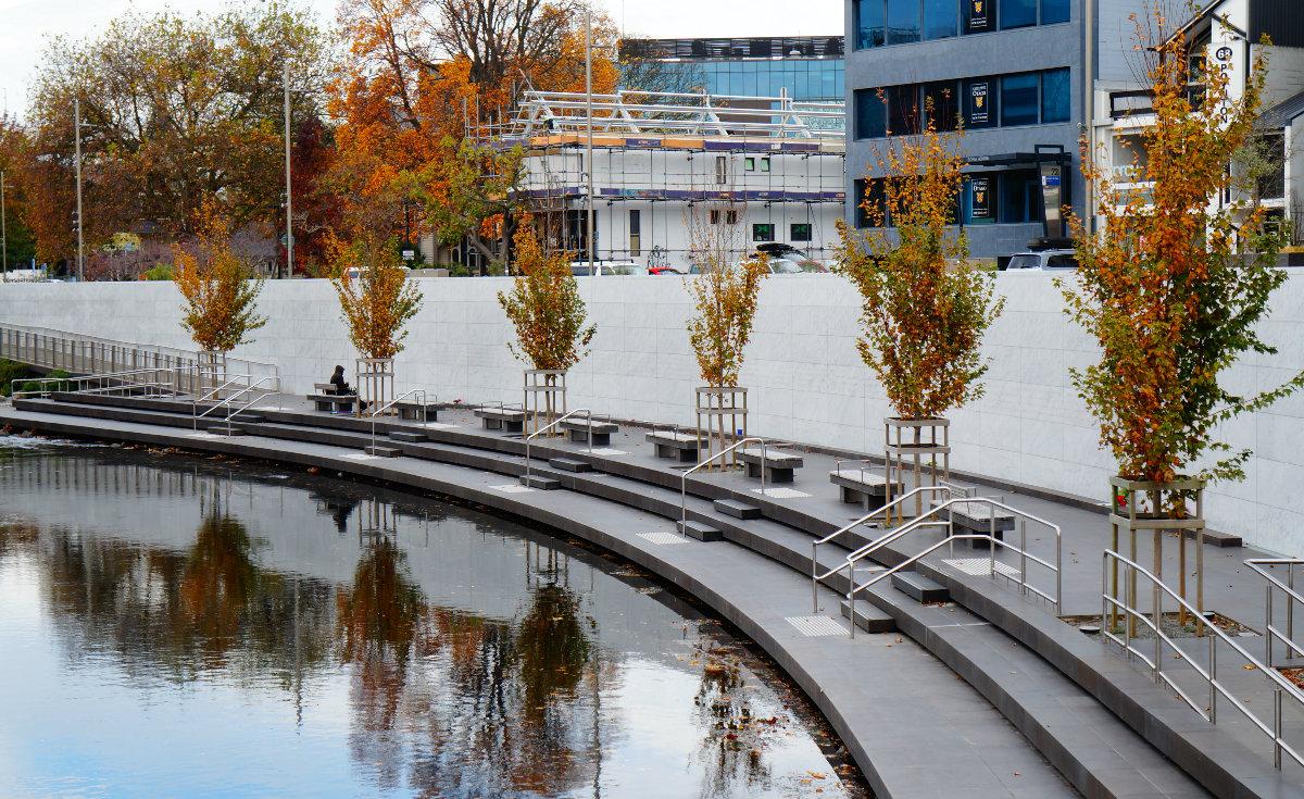 must do christchurch | cambridge terrace fountain