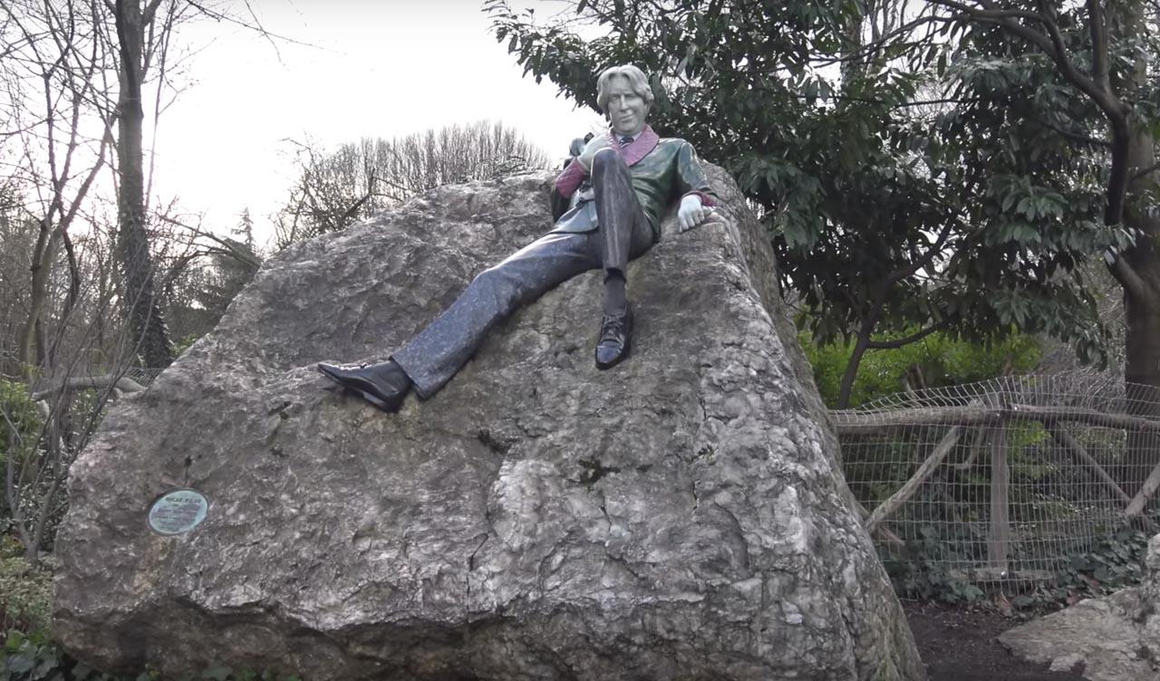 statue of oscar wild