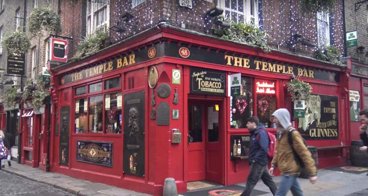 temple bar in downtown dublin ireland