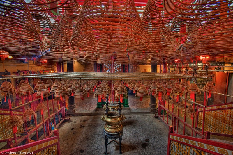 things to see in hong kong | man mo temple coils of incense