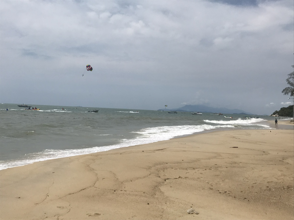 penang top attractions | kite surfing at the beach