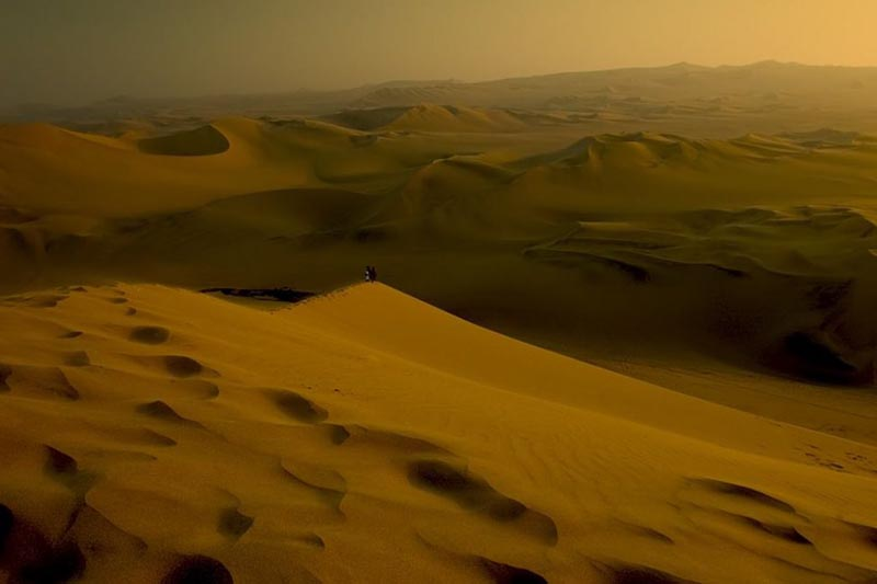 hiking the sand dunes of peru
