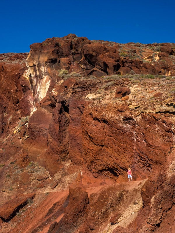 what to see on santorini red beach