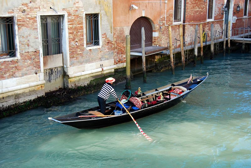venice italy tourist attractions | gondolas