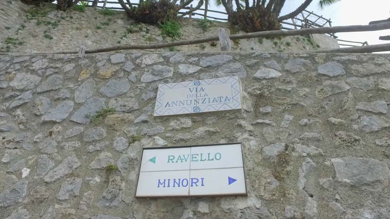 signs to ravello and minori