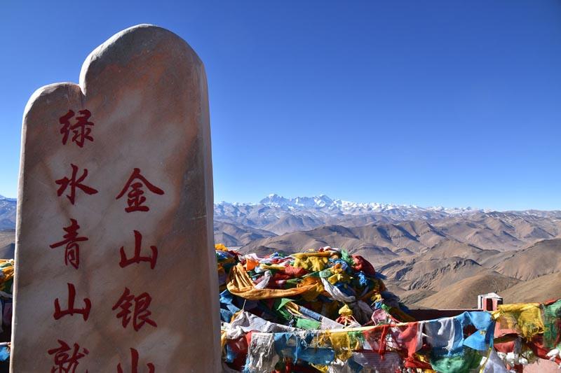 молитвенные флаги в Гималаях