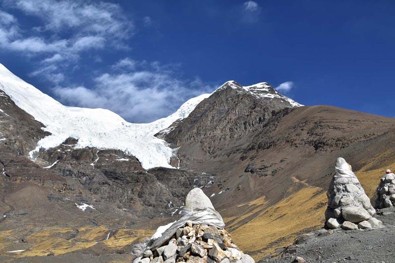 karola glacier tibet everest trek