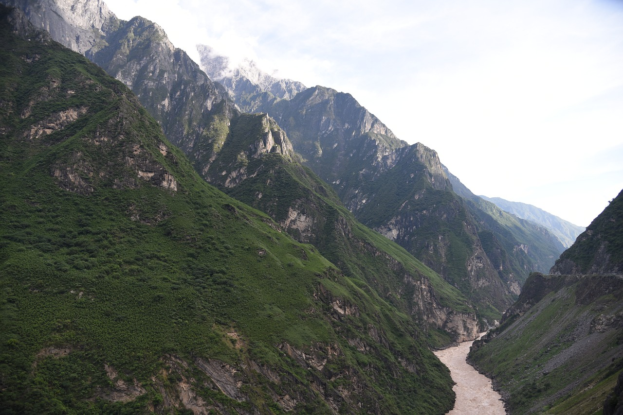 top things to do in china tiger leaping gorge