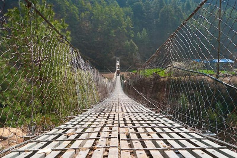 everest base camp trekking tips suspension bridges