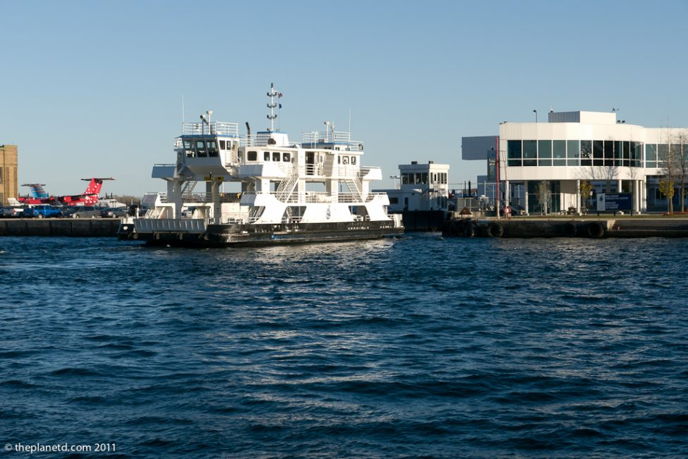 toronto island airport ferry