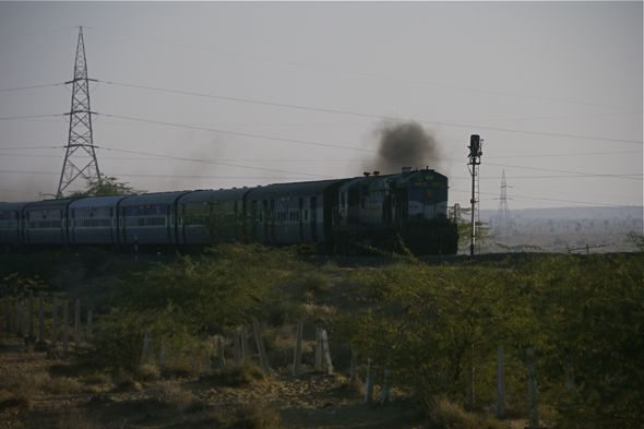 india-train-passes-in-rajasthan