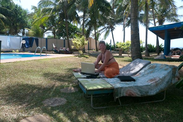 travel blogging poolside in Sri Lanka