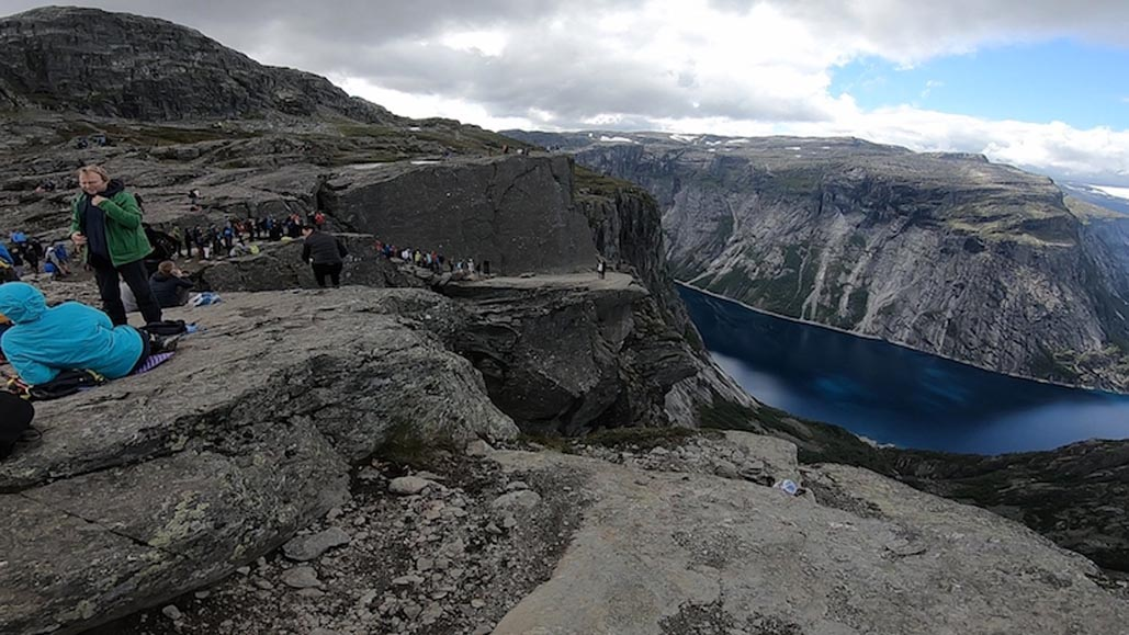 Trolltunga photo behind the scenes