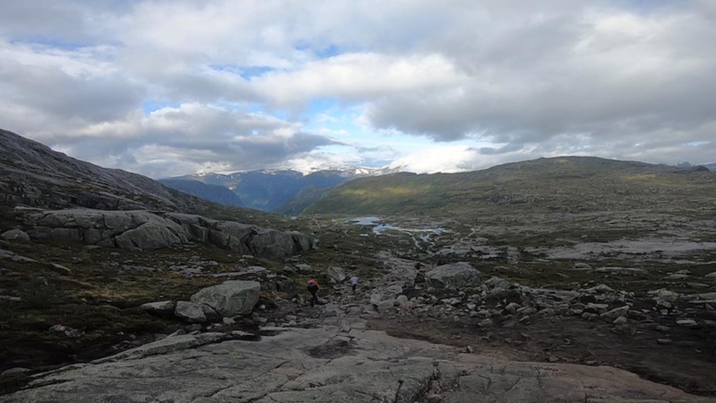 trolltunga view from surrounding mountains