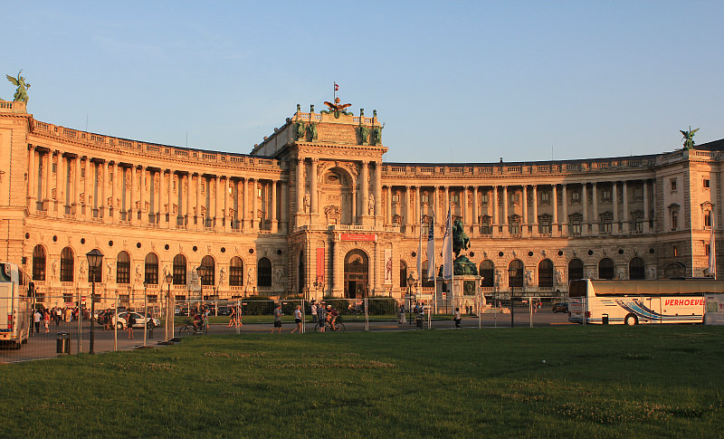 vienna tourism | neue burg at sunset